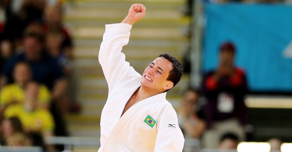 O judoca brasileiro Felipe Kitadai comemora a vit&#243;ria contra sul-coreano Gwang-Hyeon Choi pela repescagem na categoria at&#233; 60 kg 