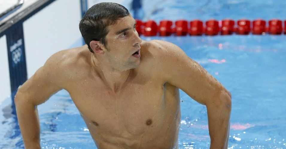 Phelps sai da piscina descontente com desempenho na prova individual dos 400 m medley em Londres