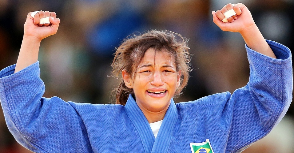 Sarah Menezes chora depois de conquistar a primeira medalha de ouro do Brasil na Olimp&#237;ada