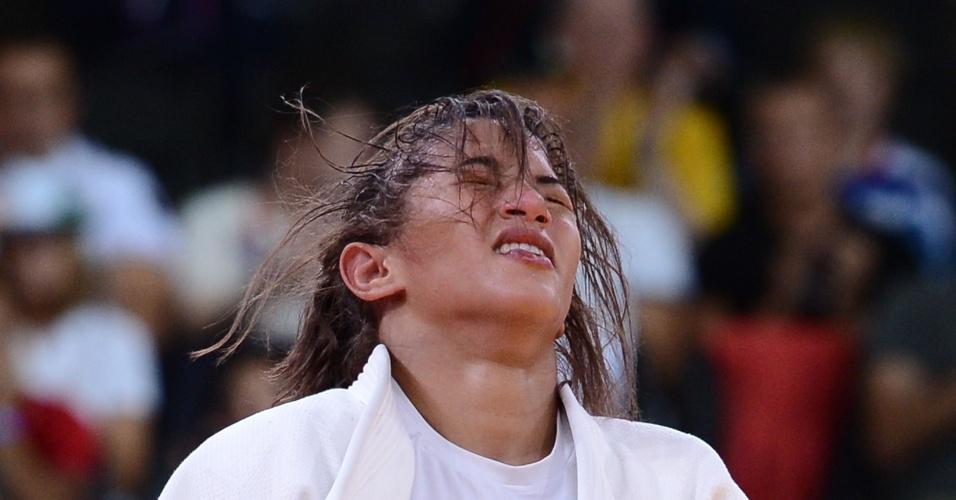 Sarah Menezes, de branco, venceu a belga Charline Van Snick por yuko e conquistou vaga inédita na final da categoria até 48 kg