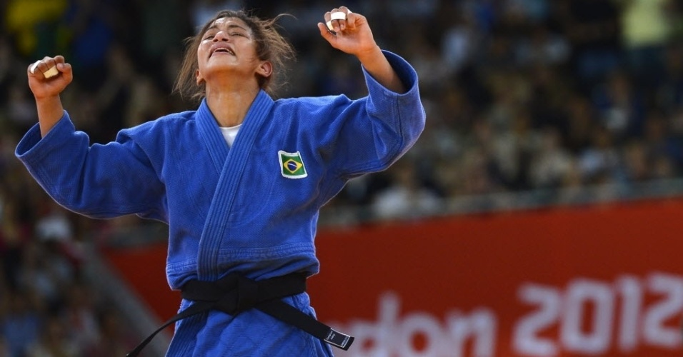 Sarah Menezes festeja a primeira medalha de ouro do Brasil nos Jogos Ol&#237;mpicos de Londres