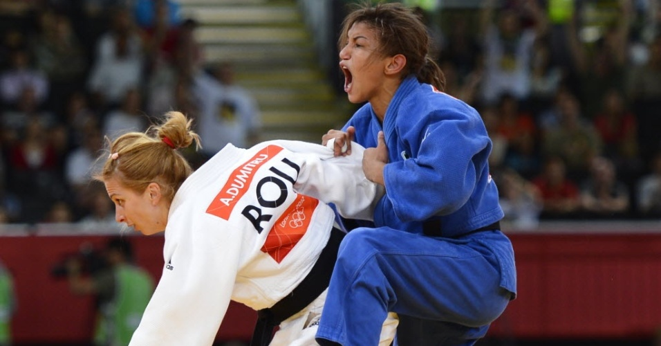 Sarah Menezes vibra ap&#243;s conquistar a medalha de ouro com a vit&#243;ria sobre a romena Alina Dumitru