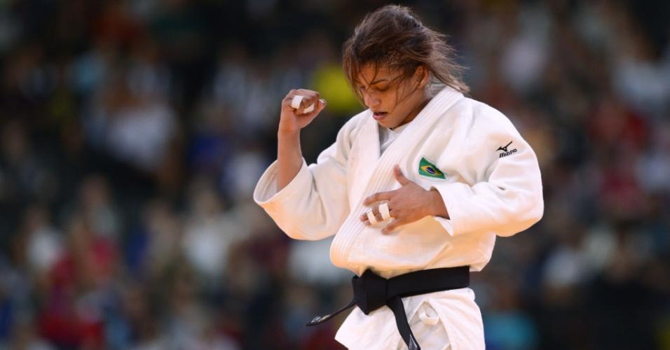 Sarah Menezes vibra após vencer sua terceira luta em Londres, desta vez contra a chinesa Wu Shugen, e avançar à semifinal