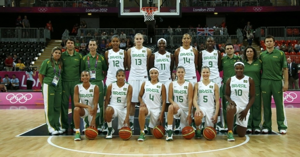 Sele&#231;&#227;o feminina de basquete posa para a foto antes da estreia na Olimp&#237;ada, contra a Fran&#231;a