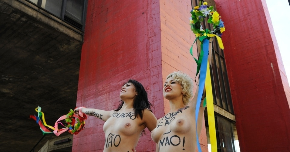 29.jul.2012 - Ativistas do Femen fizeram um protesto neste domingo, em So Paulo, contra proibio de partos em casa 