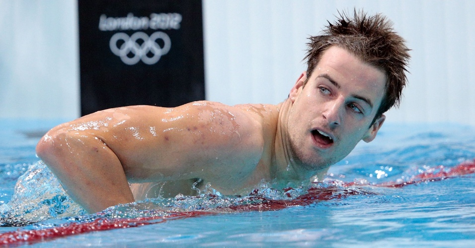 Australiano James Magnussen olha para o placar depois de disputar as eliminatórias dos 400 m livre no centro aquático de Londres (29/07/2012)