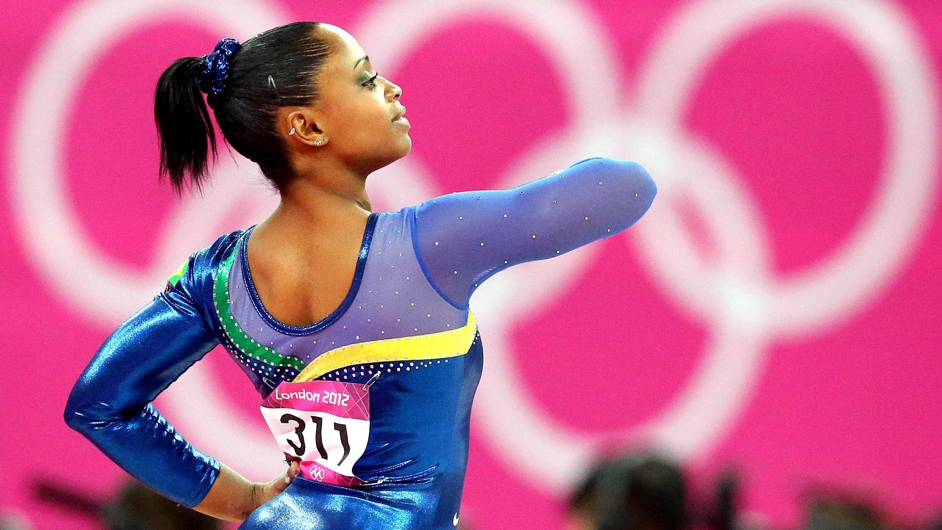 Daiane dos Santos faz seus exercícios na eliminatória individual e por equipes da ginástica artística