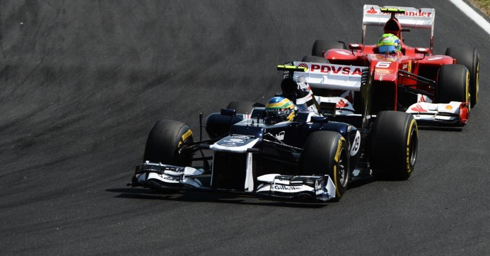 Durante boa parte do GP da Hungria, Bruno Senna foi perseguido de perto por Felipe Massa