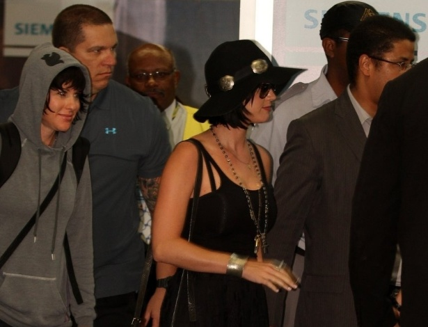 Katy Perry desembarca no Brasil para divulgar filme (29/7/12)
