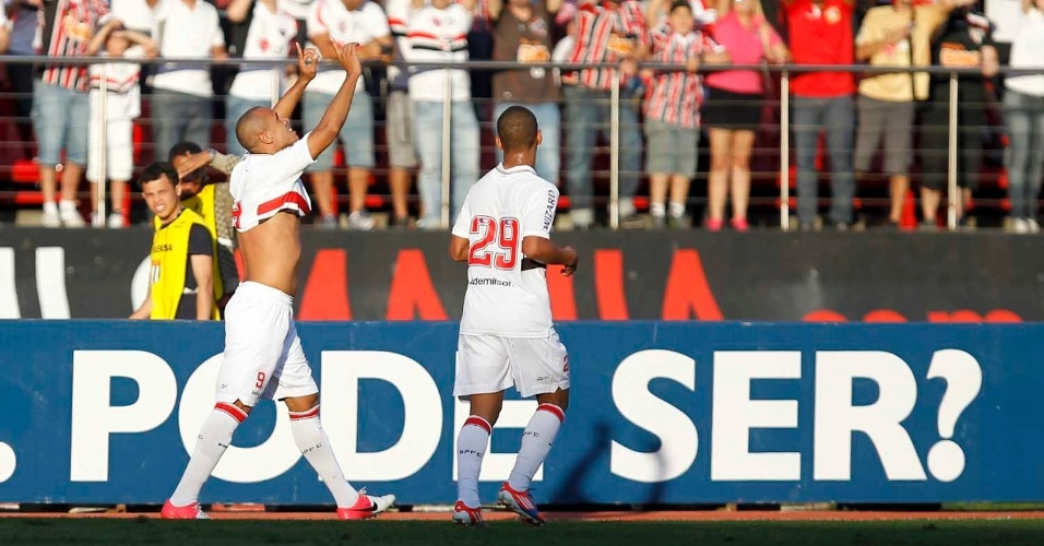 Luis Fabiano comemora gol na partida entre S&#227;o Paulo e Flamengo pelo Brasileir&#227;o