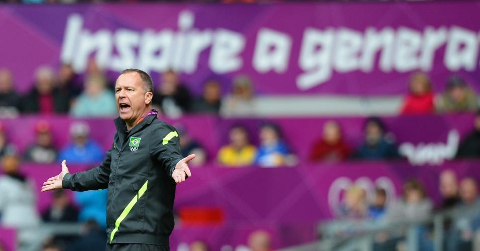 Mano Menezes orienta seleção brasileira em jogo contra Belarus
