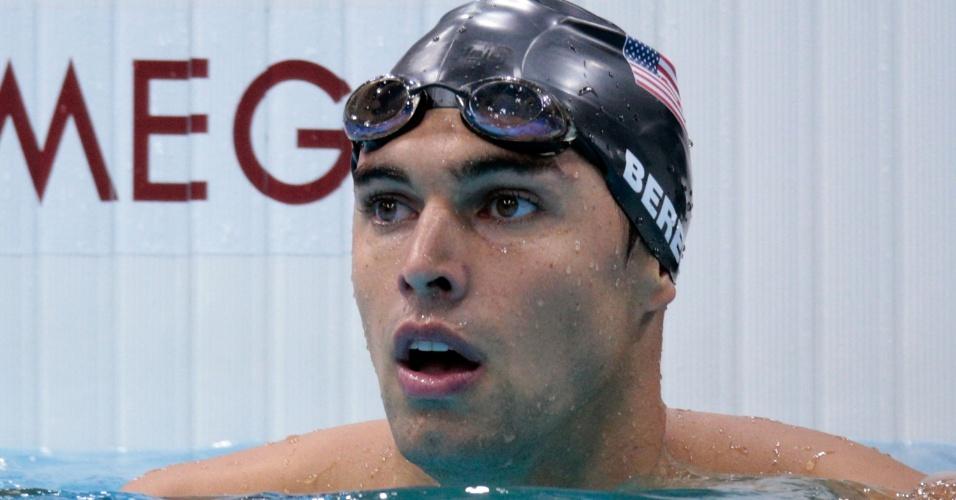Norte-americano Ricky Beren olha para o placar após nadar uma bateria das eliminatórias dos 200 m livre em Londres (29/07/2012)