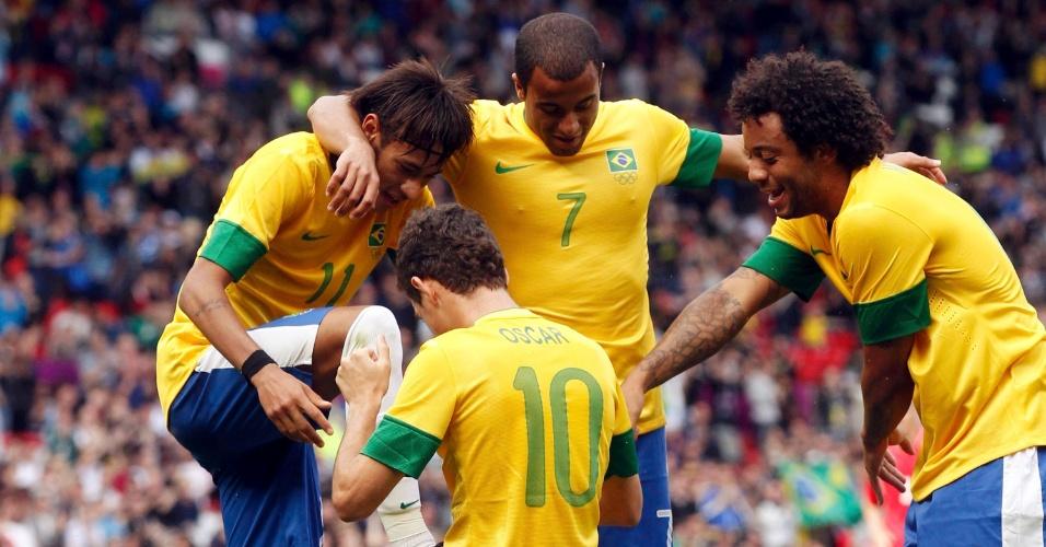 Observado por Lucas e Marcelo, Oscar