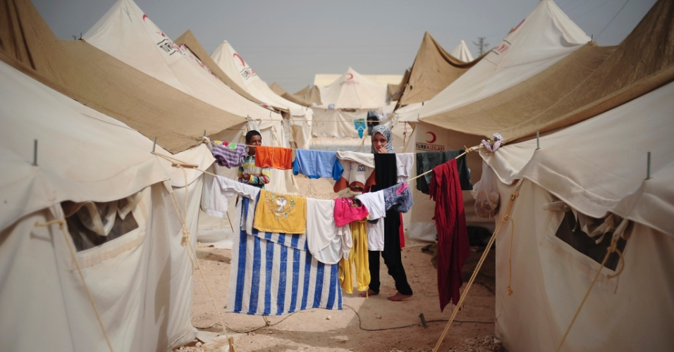 30.jul.2012 -  Refugiados s&#237;rios vivem em acampamento de Ceylanpinar, na Turquia. A regi&#227;o j&#225; recebeu mais de 12 mil pessoas que deixaram a S&#237;ria por causa da onda de viol&#234;ncia que atinge o pa&#237;s desde o ano passado
