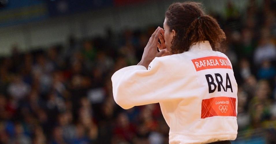 A judoca brasileira Rafaela Silva parecia não se conformar com a decisão dos juízes
