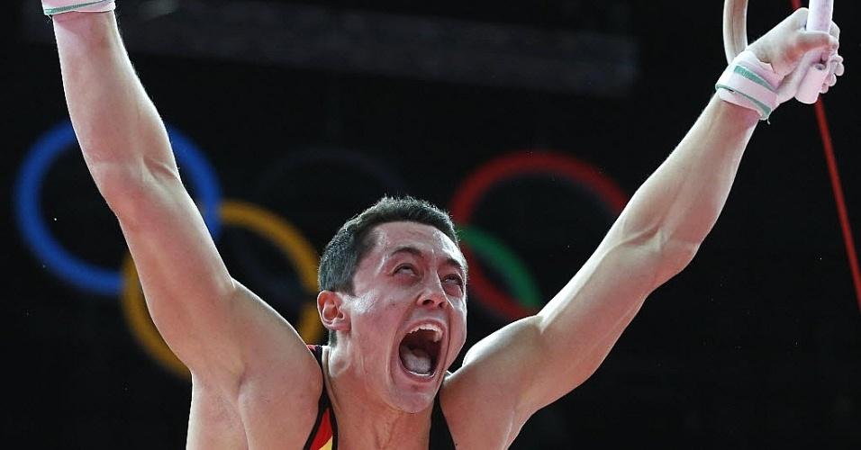 Alemão Andreas Toba berra durante performance nas argolas em Londres