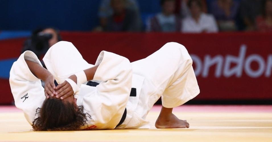 Após a desclassificação, Rafaela Silva ficou deitada no tatame chorando