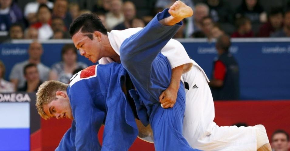 Coreano Wang Ki-Chun agarra a virilha do norte-americano Nicholas Delpopolo em combate da categoria até 73 kg na Olimpíada de Londres (30/07/2012)