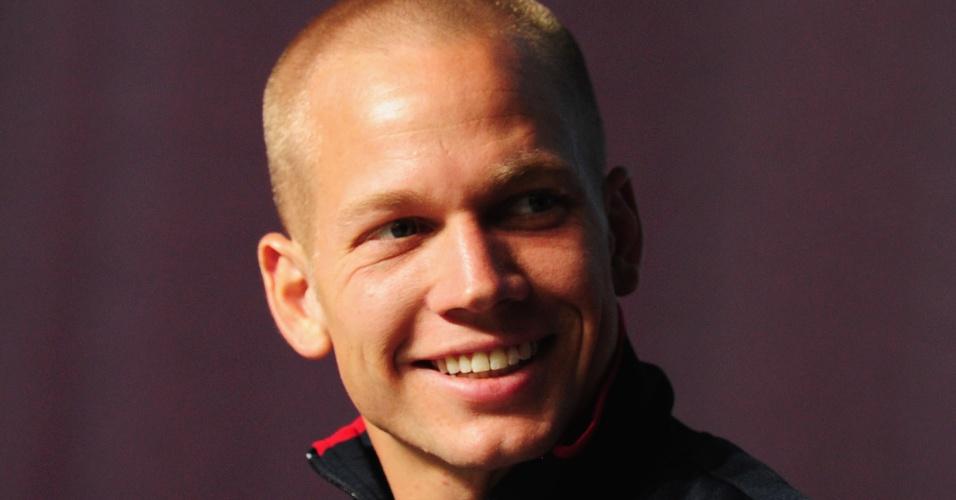 Jesse Williams, norte-americano do salto em altura, concede entrevista coletiva no centro de imprensa de Londres (30/07/2012)
