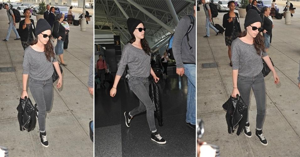 Kristen Stewart em look casual após pousar no JFK, aeroporto internacional de Nova York