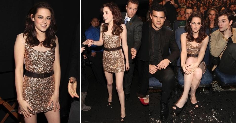 Kristen Stewart em vestido dourado durante o People's Choice Awards