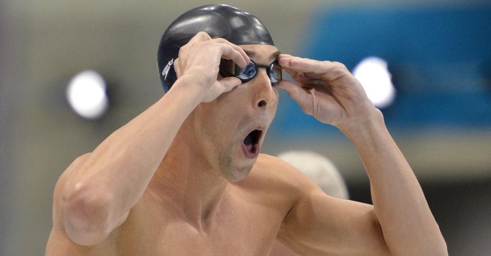 Michael Phelps faz careta antes de entrar na água para a prova de 400 m medley nos Jogos Olímpicos de Londres