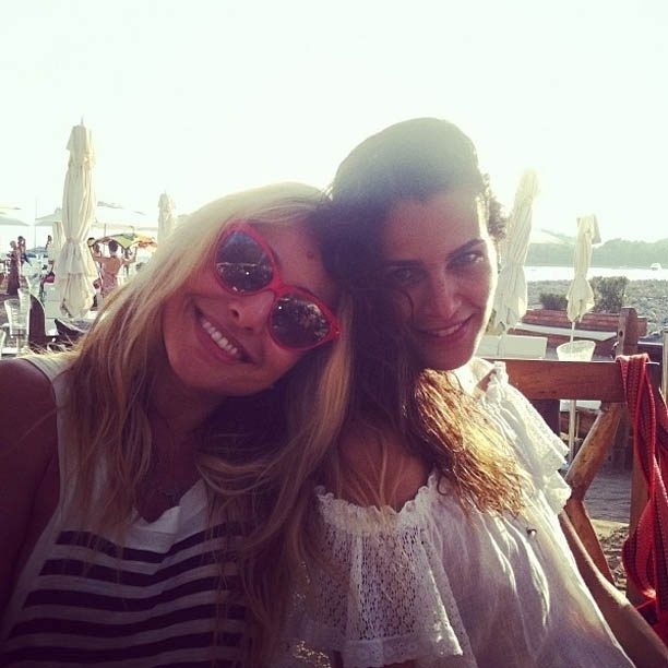 Sabrina Sato vai à praia com Fernanda Motta (30/7/2012)