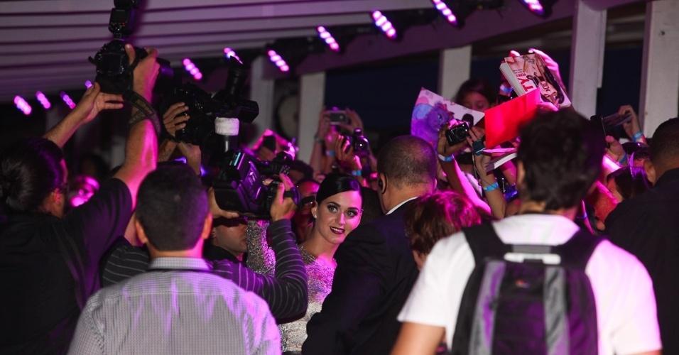 """Cantora Katy Perry atende os fãs e a imprensa na pré-estreia de seu filme """"Part of Me 3D"""" no Rio de Janeiro (30/7/12)"""