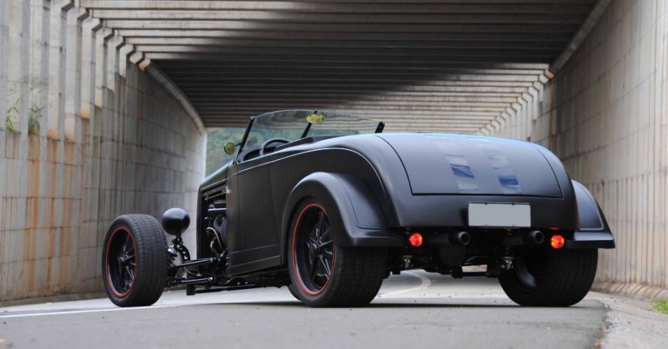 O chassi inteiro do 72 Roadster foi separado da carroceria e remendado, reforçado e modificado, recebendo novos pontos de fixação