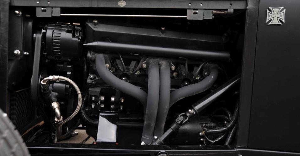 O V8 instalado no Night-Rock é um Série LA 318; o câmbio Torqueflite 727 é automático de três marchas -- ambos são Dodge