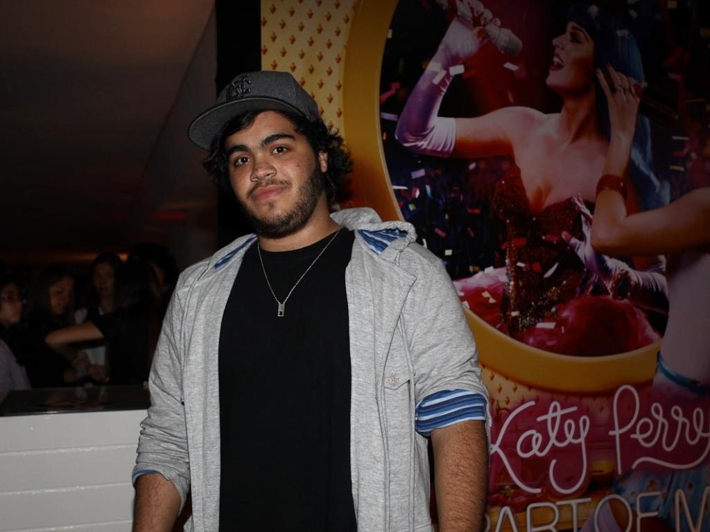 Filho da cantora Preta Gil, Francisco Gil, vai à pré-estreia do filme de Katy Perry,