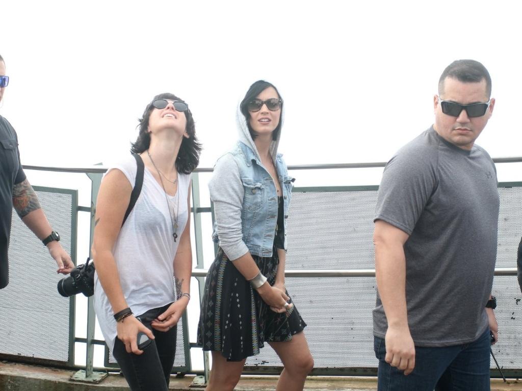 Katy Perry visitou o Cristo Redentor, ponto turístico do Rio de Janeiro (31/7/12). A cantora está na cidade para divulgar o filme