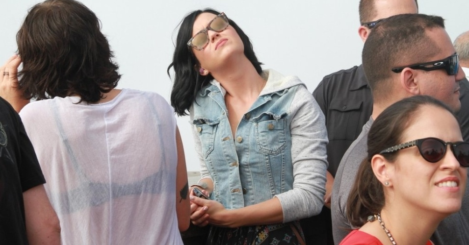 """Katy Perry visitou o Cristo Redentor, ponto turístico do Rio de Janeiro (31/7/12). A cantora está na cidade para divulgar o filme """"Part of Me"""""""