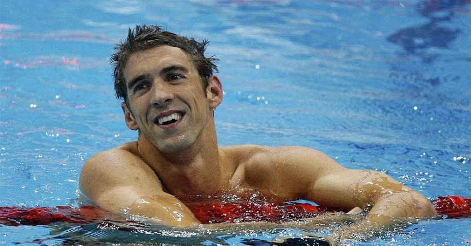 Michael Phelps sorri aps conquistar a medalha de ouro no revezamento 4 x 200 livre com a equipe americana (31/07/2012)