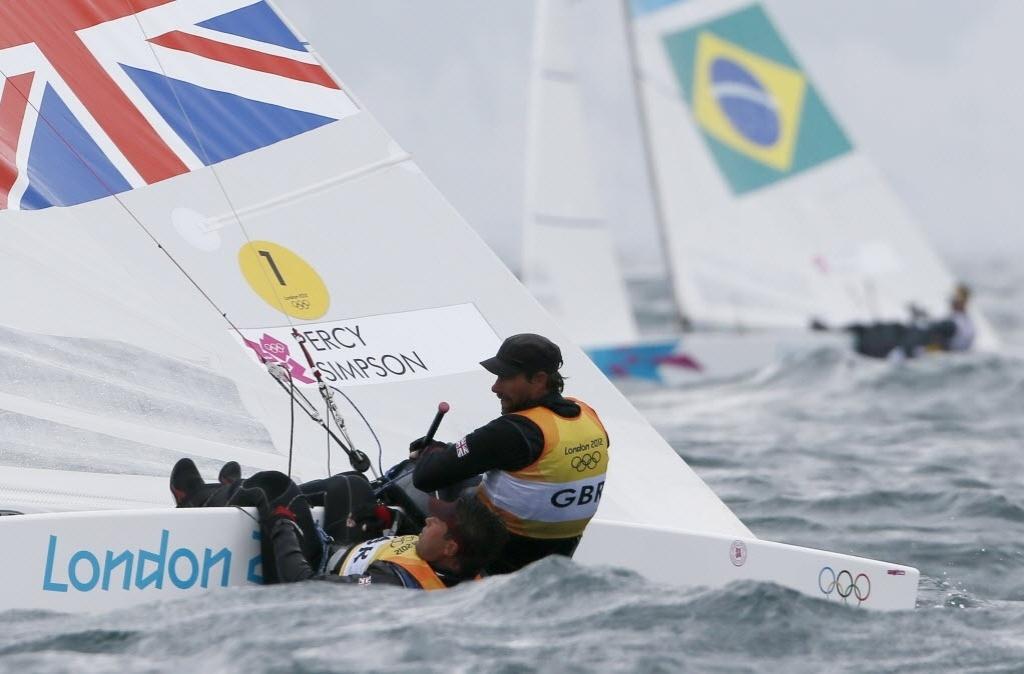 Os britânicos Iain Percy e Andrew Simpson aparecem na frente dos brasileiros Bruno Prada e Robert Scheidt na 5ª regata da classe Star