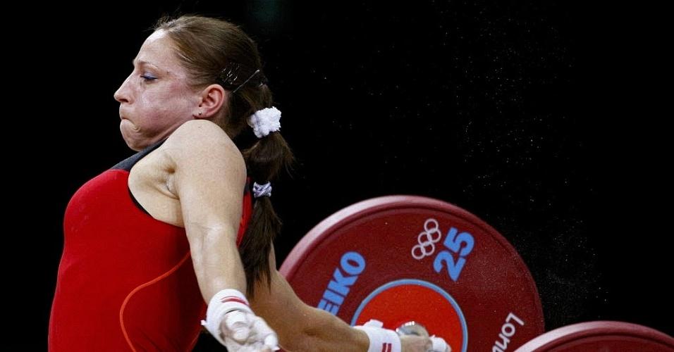 Polonesa Aleksandra J Klejnowska-Krzywanska solta o haltere durante prova de levantamento de peso (31/07/2012)