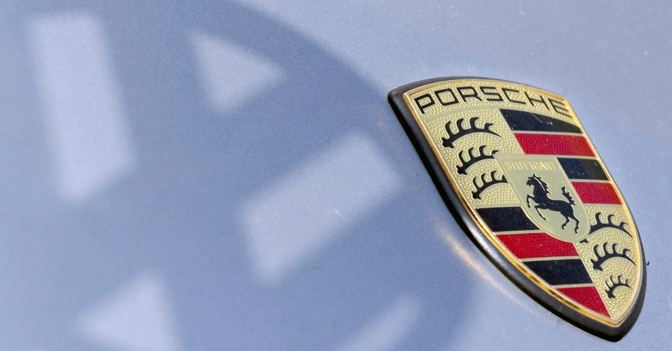 A compra de 50,1% das ações da Porsche, anunciada em julho deste ano, custou 4,46 bilhões de euros (aproximadamente R$ 11,3 bilhões) para o grupo VW; com a decisão, a Volks passou a ter 100% dos direitos da fabricante de esportivos e assumiu o controle das operações da marca