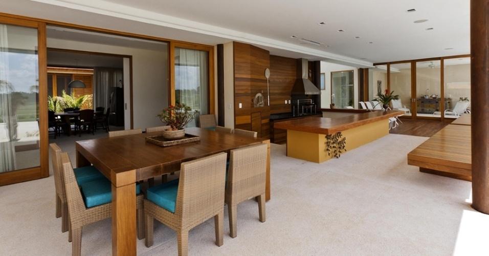 varanda-da-casa-h-no-interior-de-sao-paulo-abriga-uma-area-gourmet ...