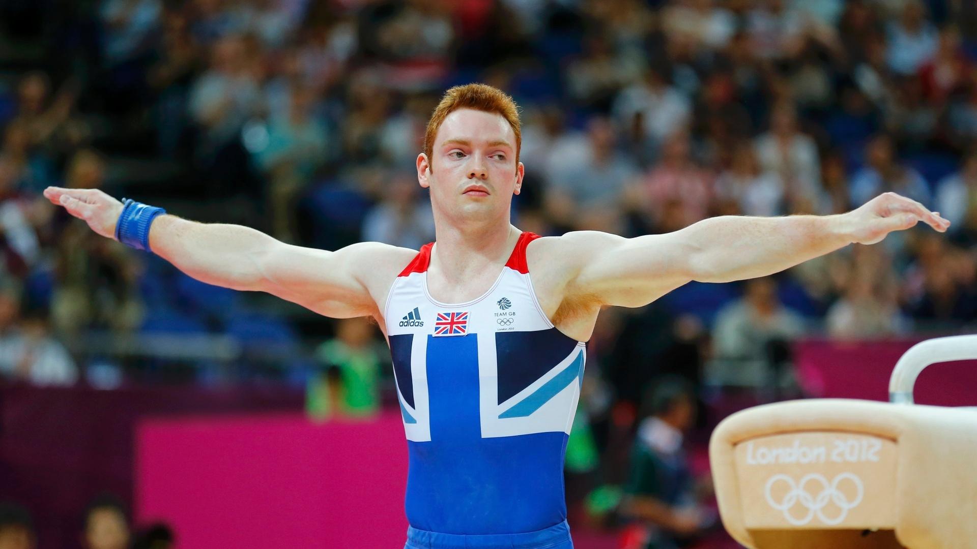 Britânico Daniel Purvis finaliza sua série no cavalo na final individual geral nas Olimpíadas