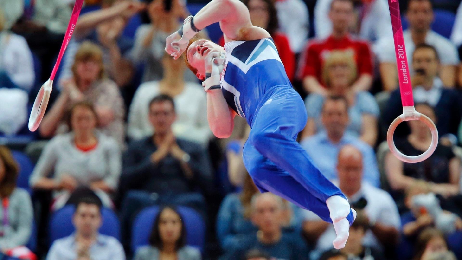 Britânico Daniel Purvis largas as argolas e encerra sua série na final masculina de individual geral da ginástica artística
