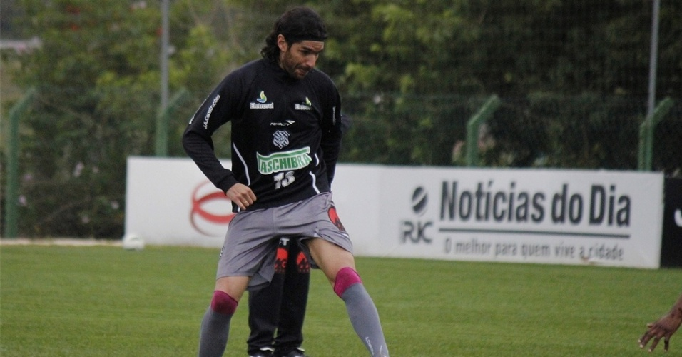 Centroavante Loco Abreu em treinamento do Figueirense (arquivo)