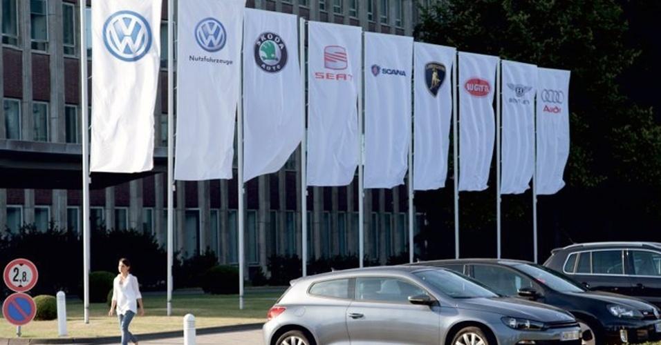 Grupo Volkswagen atualmente tem onze marcas: VW carros, VW veículos comerciais, Skoda, Seat, Scania, Lamborghini, Bugatti, Bentley, Audi, MAN (que cuida de caminhões e ônibus) e agora a Porsche; objetivo é consolidar-se como a fabricante número 1 até o ano de 2018