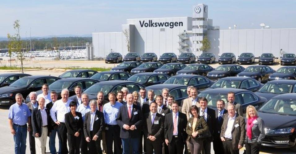 Investimento: com 250 mil empregados em todo o mundo, a VW produz 7 milhões de carros por ano atualmente, mas precisa de seis novas fábricas e 370 mil novos trabalhadores para poder dobrar a entrega até 2018; o plano de investimentos anunciado em 2010 inclui isso