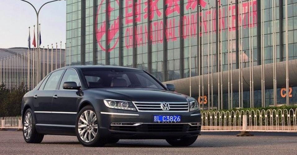 Mercado-chave: China, que compra tanto carros baratos quanto modelos como o Phaeton, que só vende bem por lá, é fundamental para os planos da marca; VW deve investir 14 bilhões de euros (R$ 34 bi) para ter nova marca de entrada por lá e mais consumidores