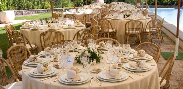 Tipo de evento pode ser realizado em casa e pode enxugar o orçamento do casamento em até 70%