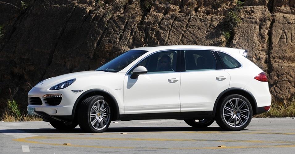 Quebra de paradigmas: os puristas não queriam um SUV da Porsche; nem um sedã. Cayenne (foto) e Panamera são sucesso de vendas e, agora que fazem parte da VW, contribuem para o lucro do grupo; em breve será lançado o Porsche Macan, um SUV ainda menor