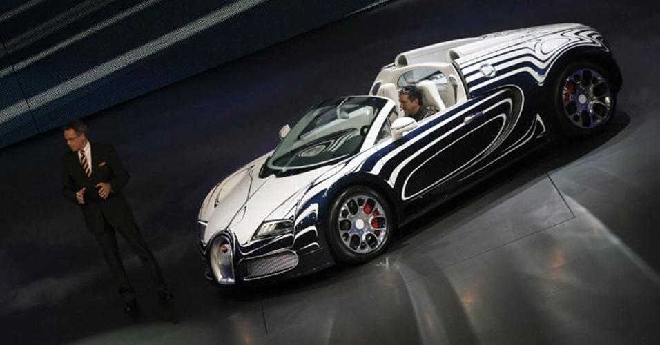 Racionalização: é possível ser racional com uma marca que vende carro revestido de porcelana? A Bugatti mostra que sim ao manter um único modelo em linha. Ciclo do Veyron está perto do fim, mas só após isso haverá outro modelo (já confirmado: o Galibier)