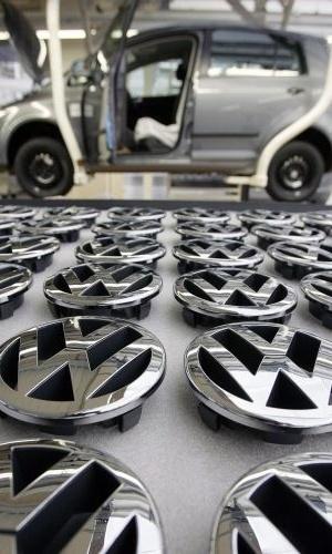 Terceira colocada em 2010, atrás de Toyota (1ª) e GM (2ª), a Volkswagen conta com um plano de 90 bilhões de euros (R$ 230 bilhões) para alcançar seu objetivo -- tal medida significa que ser líder global passou a ser apenas a próxima meta, mas desafio da marca será consolidar posição