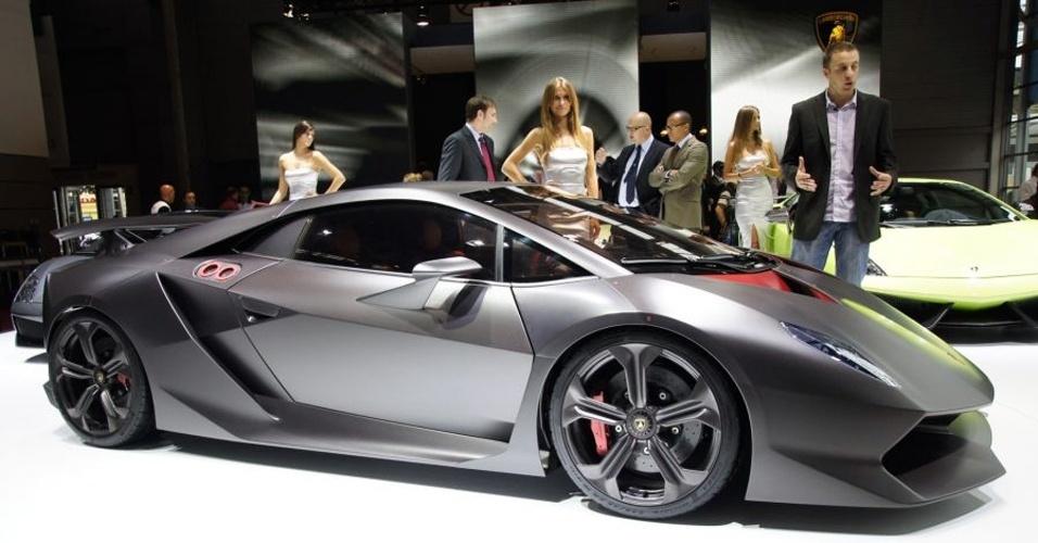 Todos os públicos: Volkswagen atende a todos -- vende carro popular, de nicho e de alto desempenho, como o Lamborghini Aventador