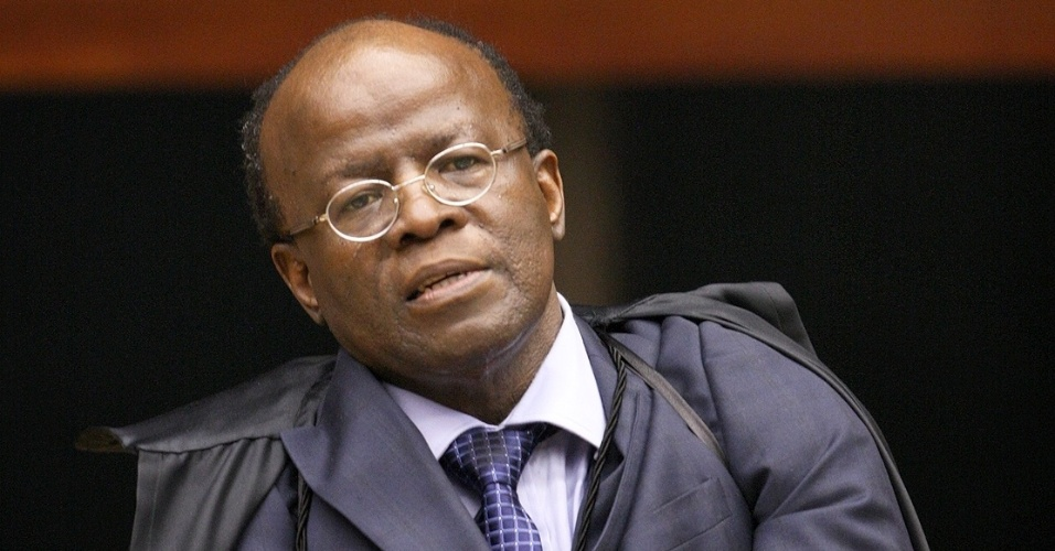 2.ago.2012 - A leitura do relat&#243;rio do ministro Joaquim Barbosa, um resumo das acusa&#231;&#245;es contra os 38 r&#233;us do processo, encerrou a primeira sess&#227;o do julgamento do mensal&#227;o
